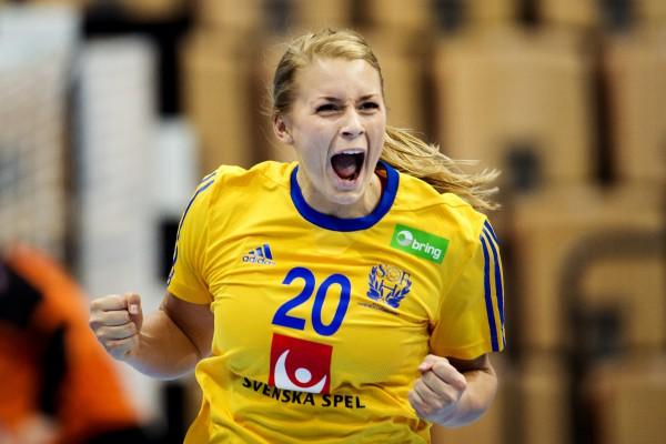 131023 Sveriges Isabelle GulldŽn jublar under handbollsmatchen i EM-kvalet mellan Sverige och Slovenien den 23 oktober 2013 i Helsingborg. Foto: NILS JAKOBSSON / BILDBYRN / kod NJ / 73854